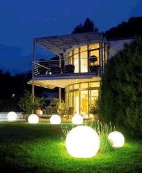 چراغ تزئینی باغچه