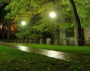 پایه چراغ باغ و چمن
